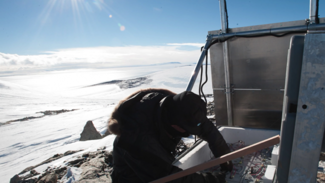 Studying Antarctic ice mass balance and solar activity at the Royal Observatory of Belgium