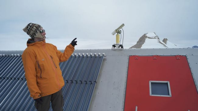 The sunphotometer atop the Princess Elisabeth Station - © International Polar Foundation