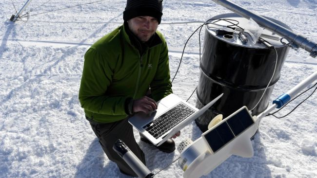 Jan Lenaerts testing the instruments on the automatic weather station on the King Baudouin Ice Shelf - © International Polar Foundation / Jos Van Hemelrijck