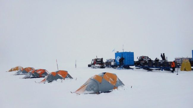 The Princess Elisabeth team camping in the field close to the coast. - © International Polar Foundation