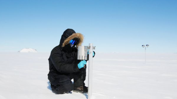 Preben attending to an atmospheric particle sampler in the field - © International Polar Foundation, Henri Robert
