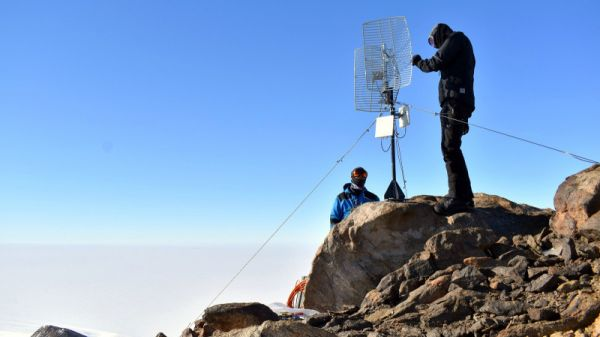 IPF staff Installing a relay antenna on top of Vesthaugen Nunatak - © International Polar Foundation