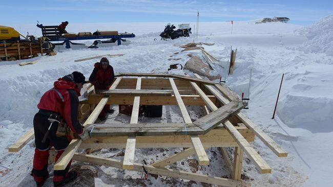 Constructing the geomagnetic observatory - © International Polar Foundation / Jos Van Hemelrijck