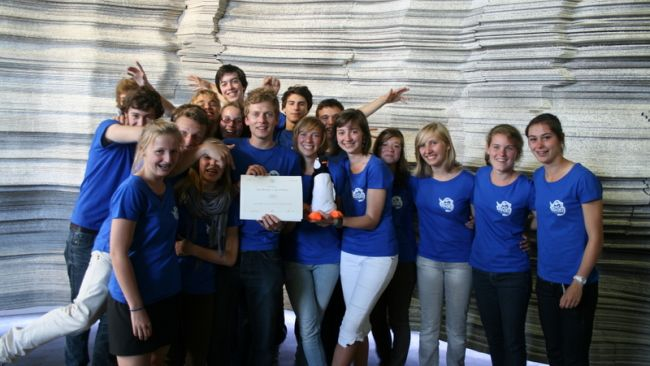 Koen Meirlaen and his students win Polar Quest - © International Polar Foundation