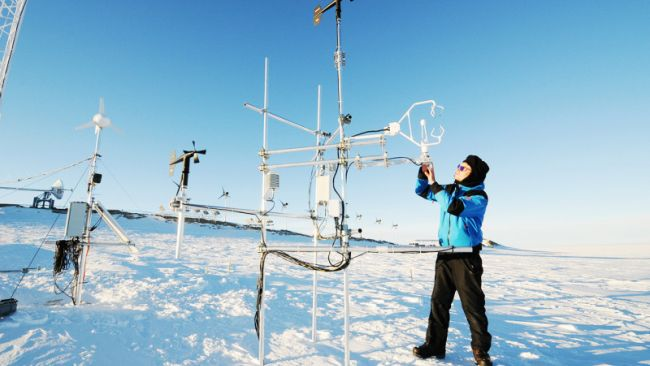 Armin Sigmund from EPFL working on a remote measurement station in the field. - © International Polar Foundation