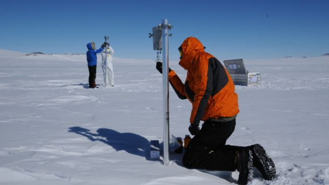 Scientists from the CHASE project changing filters in their particle samples on the Antarctic Plateau - © International Polar Foundation