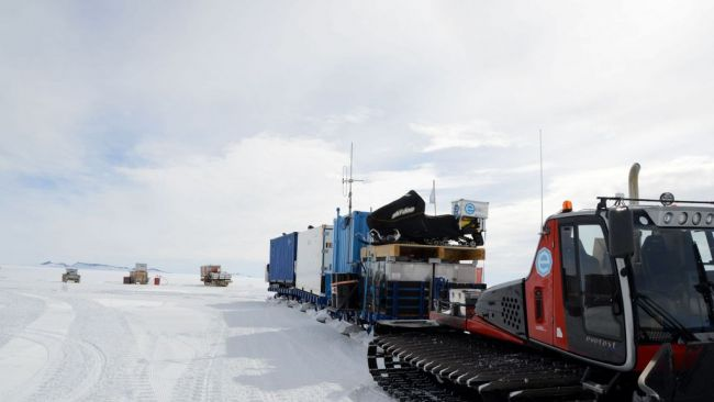 The convoy ready to leave for the coast - © International Polar Foundation / Jos Van Hemelrijck