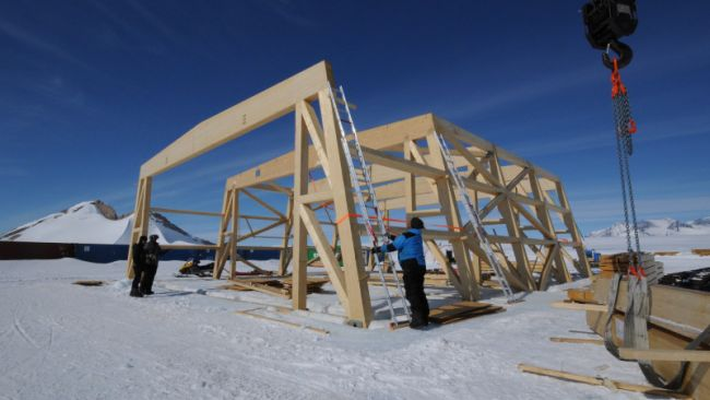 Construction of the new hangar at the Winter Park - © International Polar Foundation