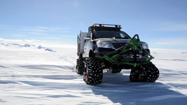 One of the Toyota Hiluxes - © Jos Van Hemelrijck / International Polar Foundation