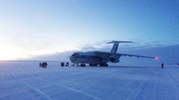 Departure of the BELARE team at Novo Base - © International Polar Foundation, Henri Robert