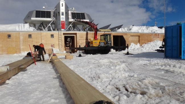 Wooden beams for the new entrance hall - © International Polar Foundation