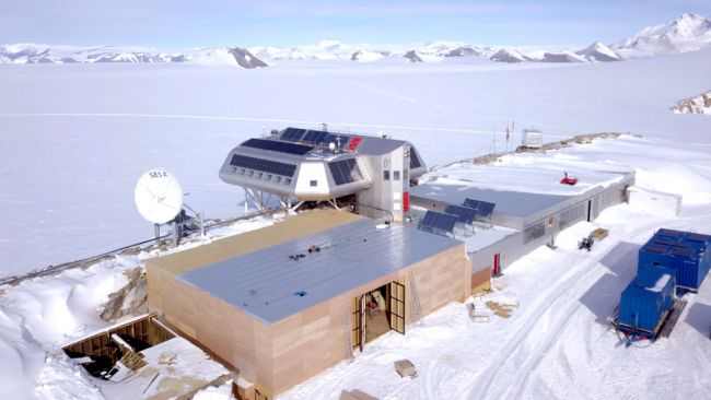 Outside of the new garage as it nears completion - © International Polar Foundation