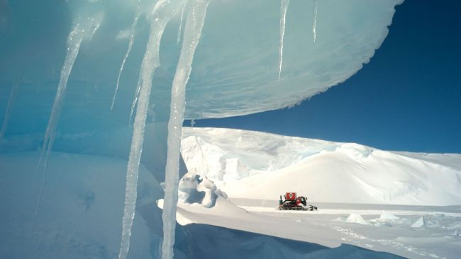 The convoy passes through beautiful blue ice fields on the way to the coast - © International Polar Foundation