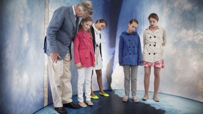 "Prince Philippe and Princess Elisabeth visit ""Inside the Station"""