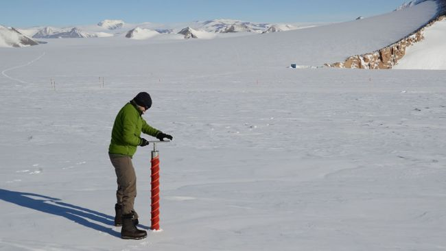 Jan Lenaerts works up a sweat testing the firn core drill - © International Polar Foundation / Jos Van Hemelrijck