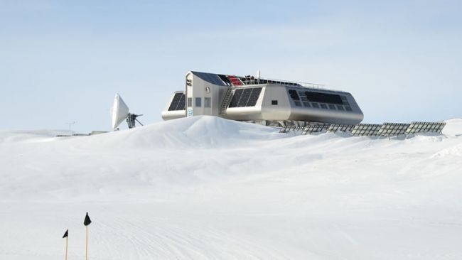 Garages completely covered in snow - © International Polar Foundation