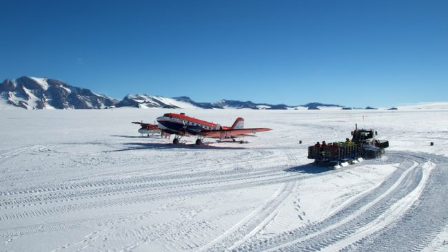 The Polar 6 on Princess Elisabeth's runway - © International Polar Foundation / Alain Hubert
