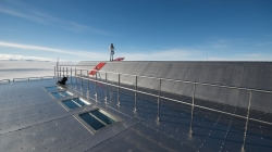 Thermal solar pannels coming soon... - International Polar Foundation / René Robert