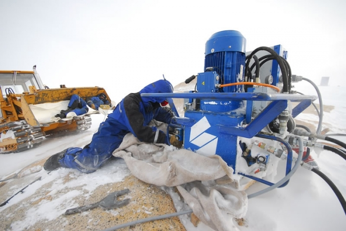 Drilling site on Utsteinen ridge - International Polar Foundation / René Robert