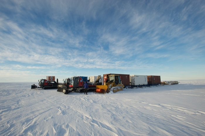 Preparing for the 200km transit back to the station - International Polar Foundation/Alain Hubert