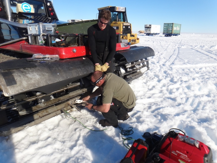Kristof and Jacob repairing a Prinoth tractor - International Polar Foundation/Alain Hubert