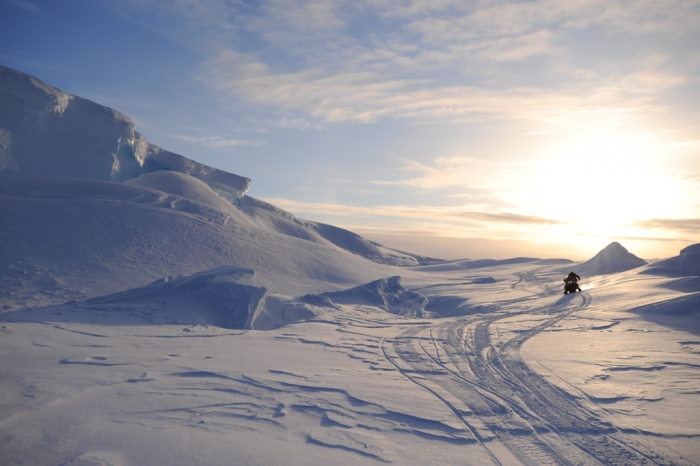 The difficult traverse, using a skidoo to reach the emperor penguin colony. - International Polar Foundation/Alain Hubert