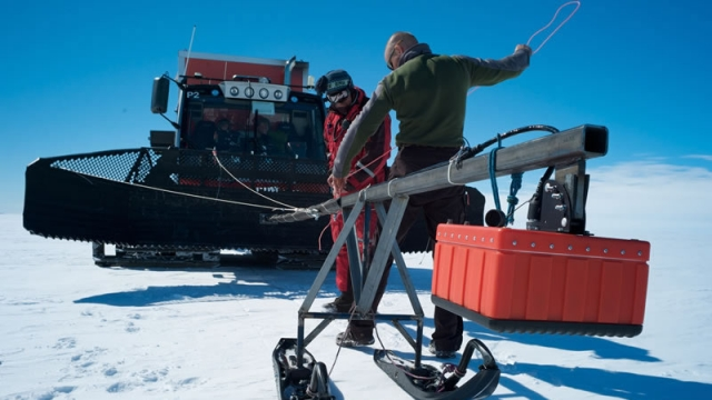 Installing the BELISSIMA radar - International Polar Foundation
