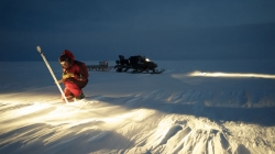 Alain Hubert taking up GPS positions on the Antarctic Plateau for the Glacioclim project - International Polar Foundation - René Robert